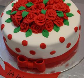 the Cake of Red Roses