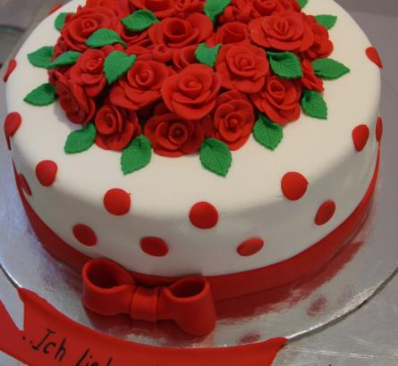 Cake Of Red Roses Description