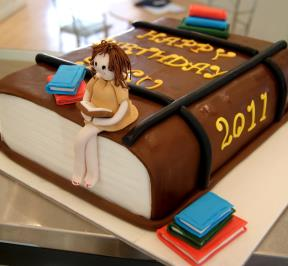 the Cake of the Avid Reader