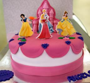 Princess Castle Cake ( 2 )