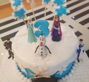 Frozen Themed Cake ( 5 )