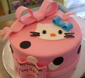 Hello Kittie Ribbon Cake