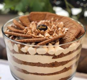 Lotus biscuit trifle