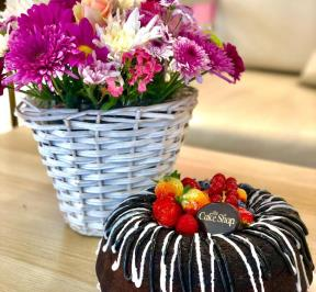 Floral Basket With Chocolate Cake